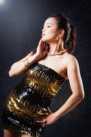 stehende Pose bei asiatischem Model - Fashion Shooting